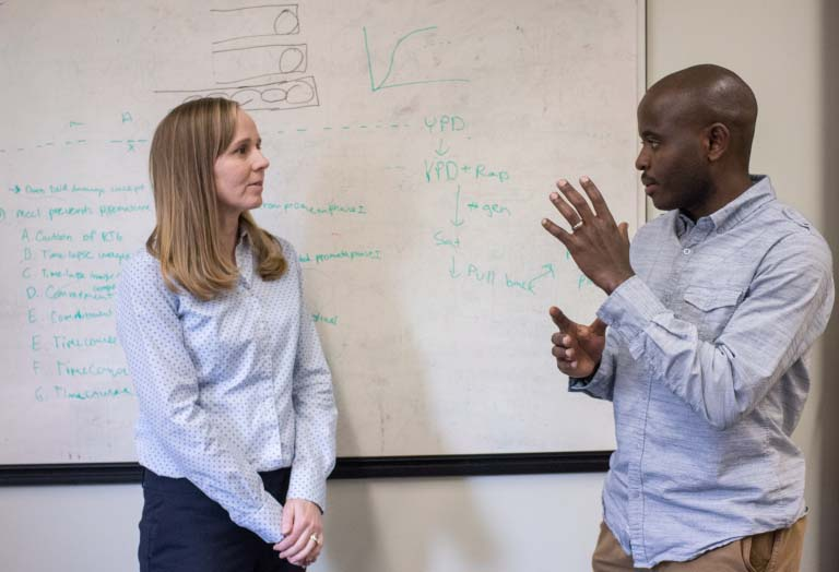 Gabriel Muhire Gihana talking with Soni Lacefield in the lab.